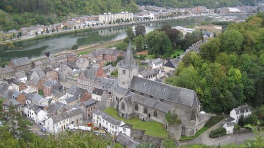 Vue panoramique de Bouvignes depuis la Tour de Crèvecoeur