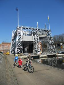 Le Canal du Centre à vélo