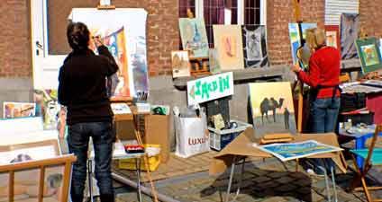 Les artistes dans les rues de Dinant