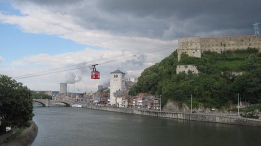 La  Meuse à Huy, la collégiale, la citadelle et le téléphérique