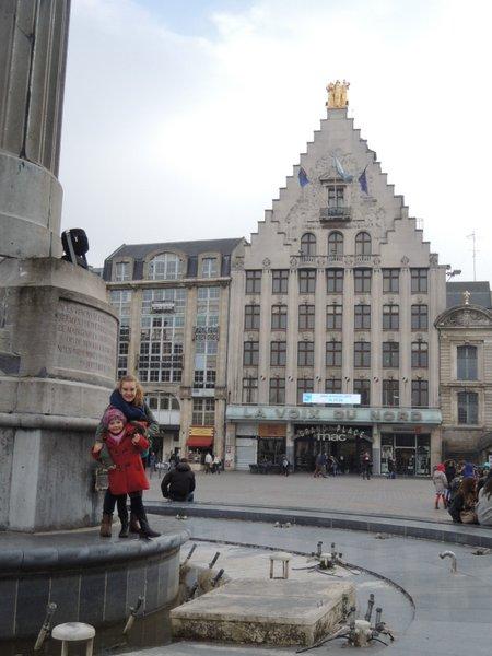 Excursion à Lille : la Voix du Nord sur la Place Général de Gaulle