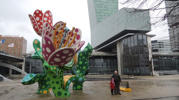Euralille, la Tour de Lille et les tulipes de Yayoi Kusama