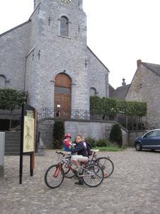 La Place de l'église à Falaën