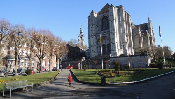 Sainte Waudru et le beffroi de Mons en hiver