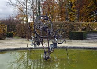 Exposition de sculptures dans le parc du Chateau de Seneffe