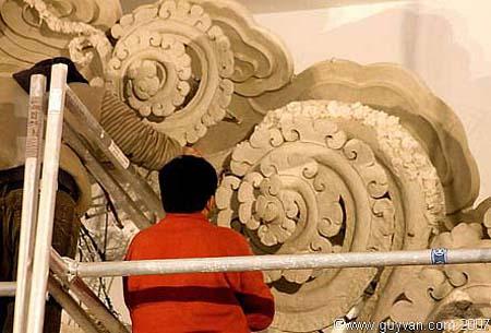Artisans au travail dans le Nouveau Temple à Huy