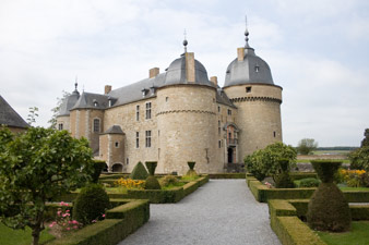 Château de Lavaux-Sainte-Anne : extérieur et jardins