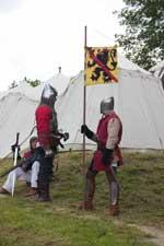 Les chevaliers discutent devant leur campement