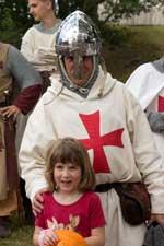 Les chevaliers se prêtent volontiers aux séances photo